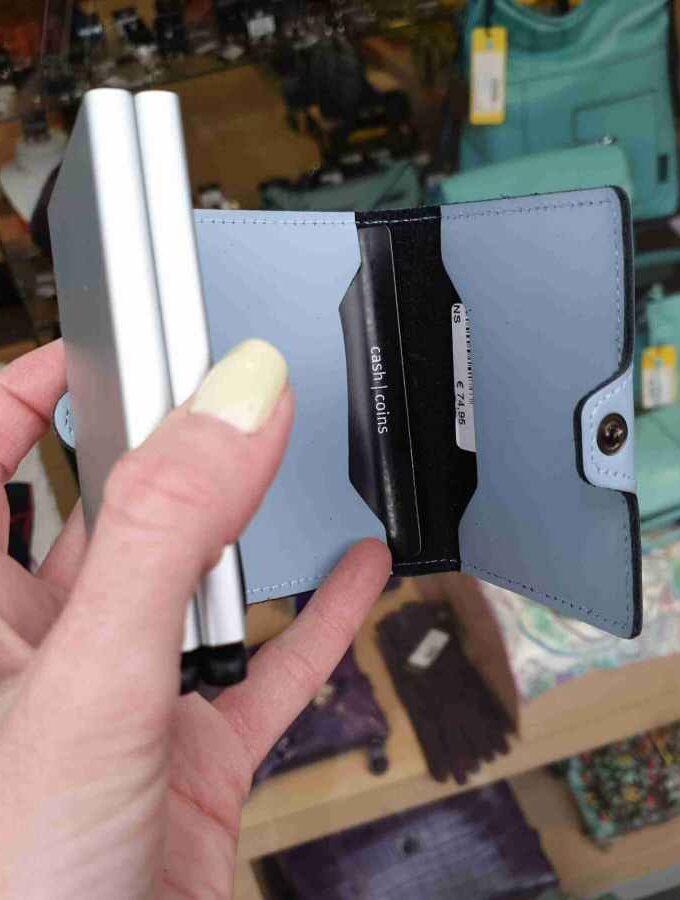 twinwallet matte blue binnenkant