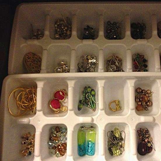 sieraden in een lade ijsblokjes