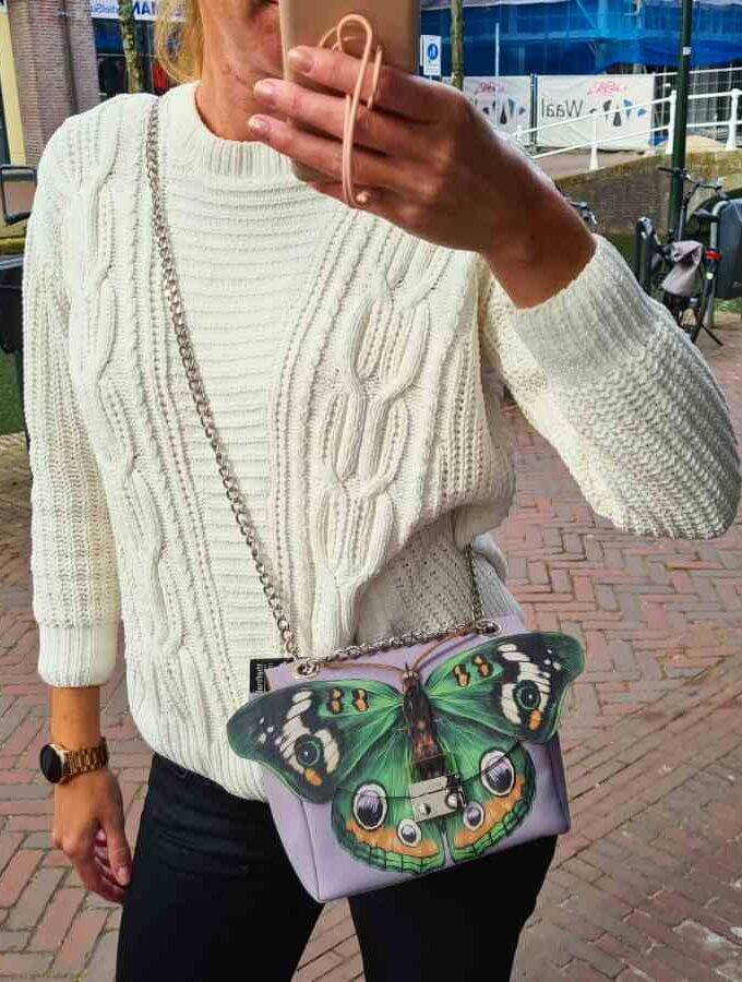 Vegan tas met vlinder in lila gemaakt van kurk ketting