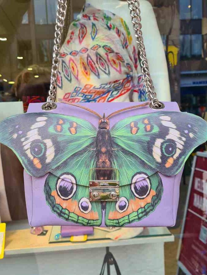 Vegan tas met vlinder in lila gemaakt van kurk mooi