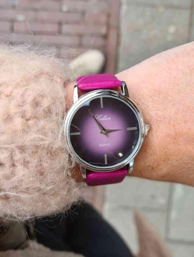 Paars/roze horloge met gevlamde klok