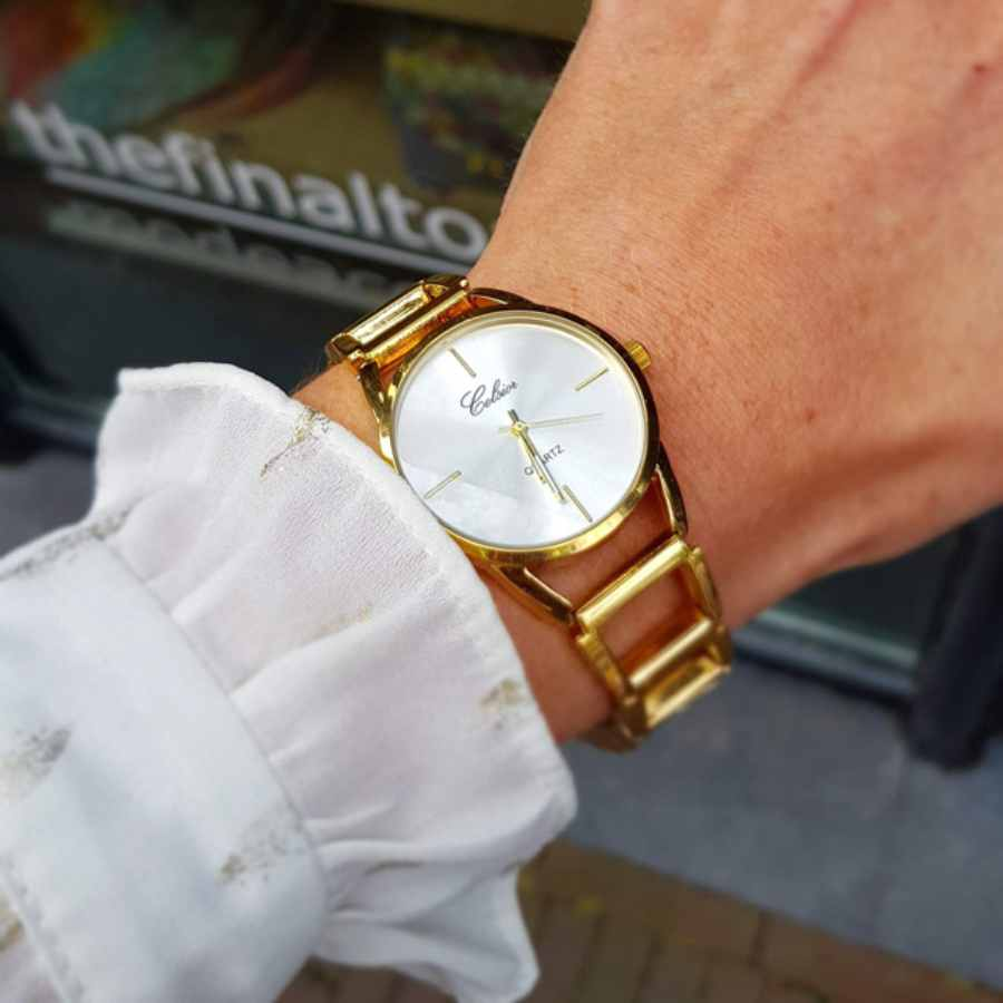 horloge goud om pols