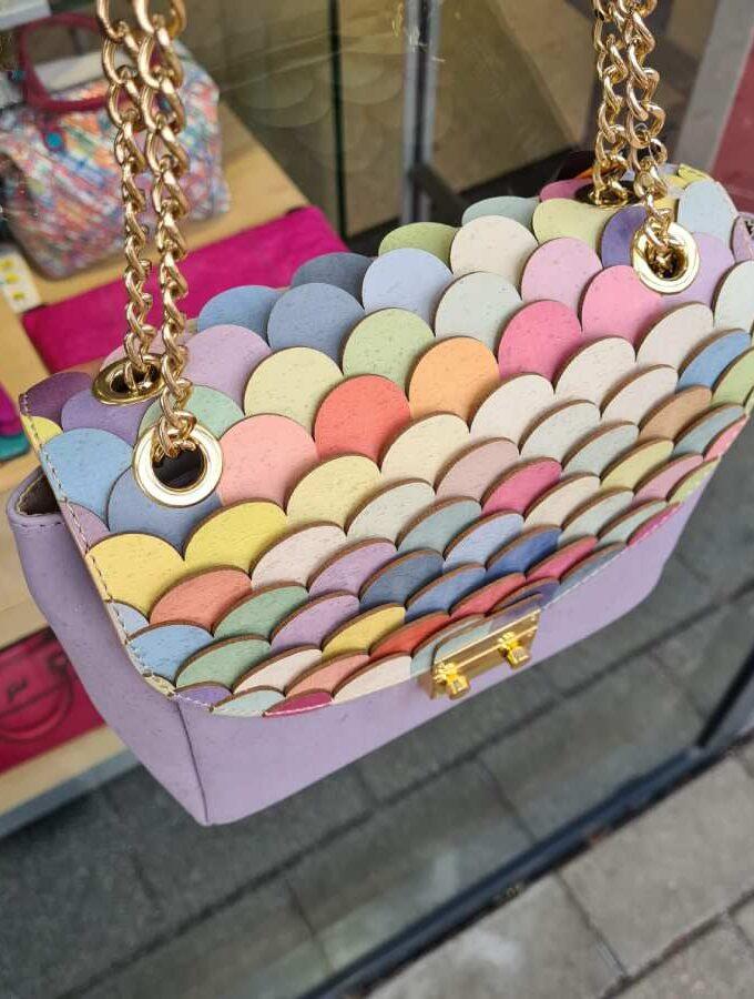 Tasje van kurk met prachtige kleuren boven