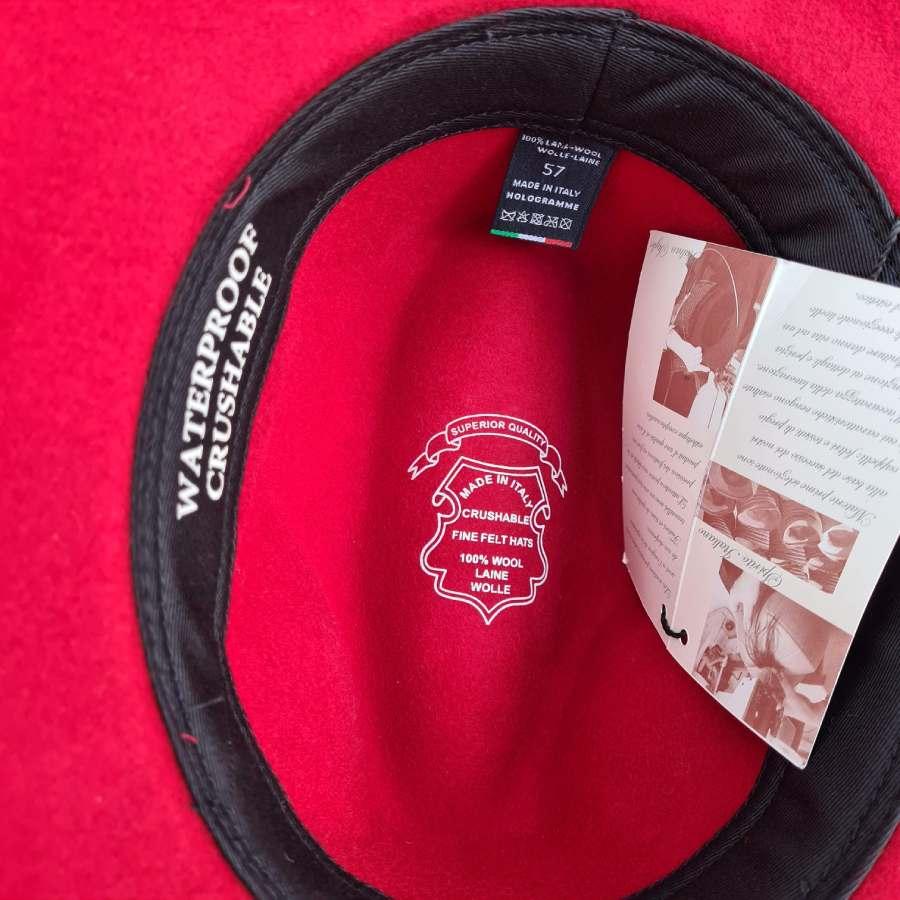 Rode hoed wol crushable