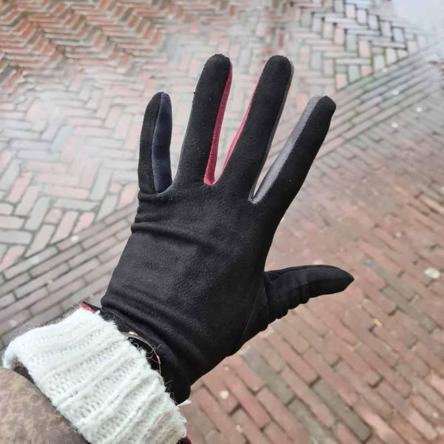 Zachte handschoen gekleurde vingers