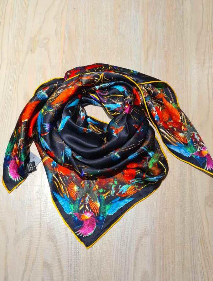 Zijden sjaal met gekleurde vogels