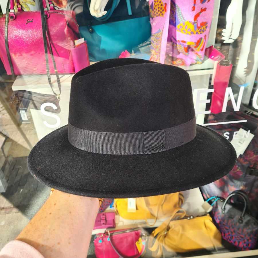 Zwarte hoed wol oprolbaar waterproof