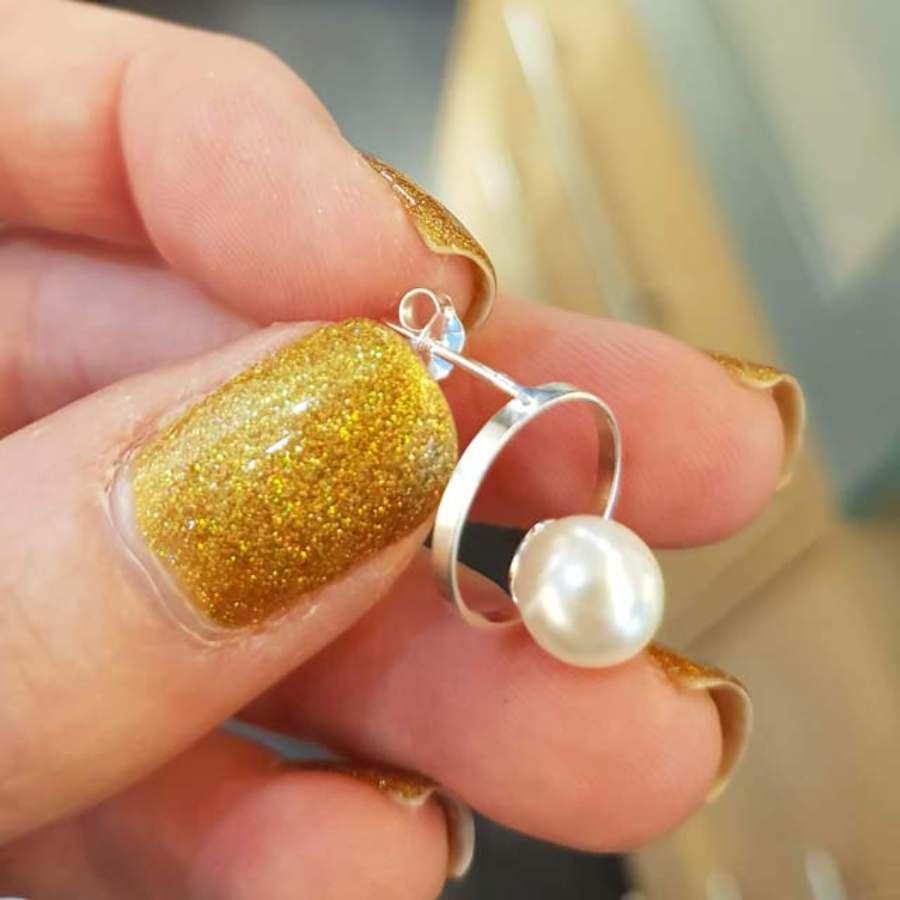 Zilveren ronde oorsteker met parel