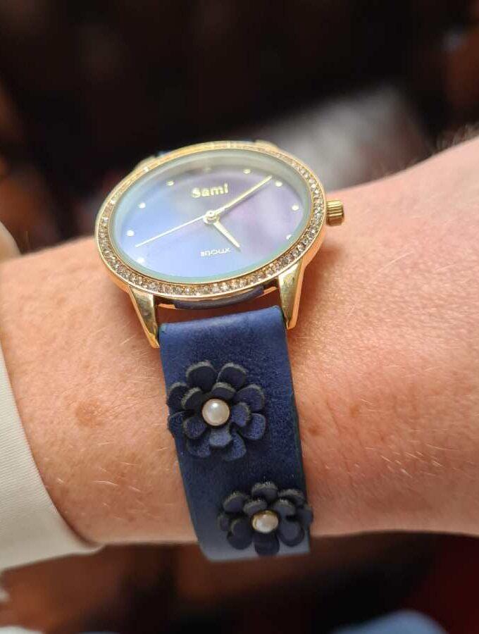 horloge blauw bloemen parels