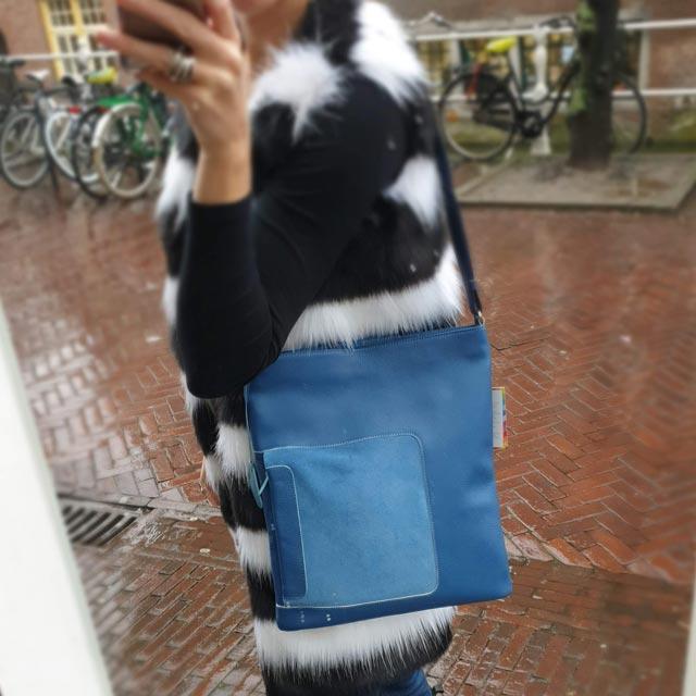 blauwe schoudertas a4 plat