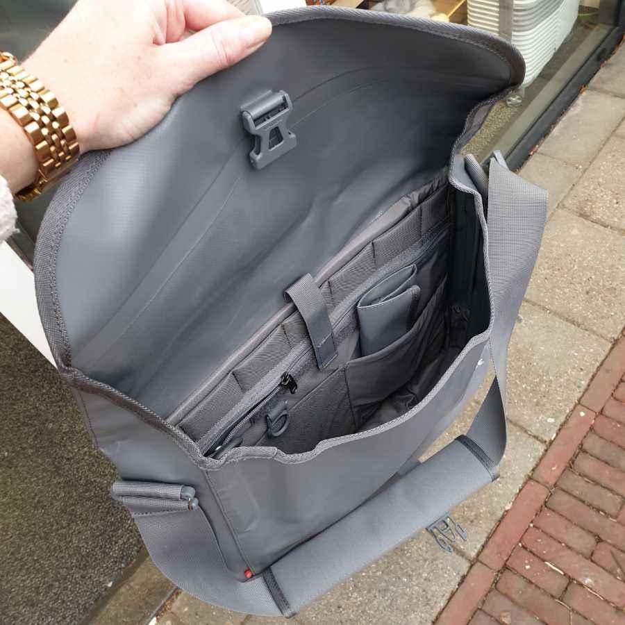 Vaude Wista S schoudertas 10L in grijs binnenkant