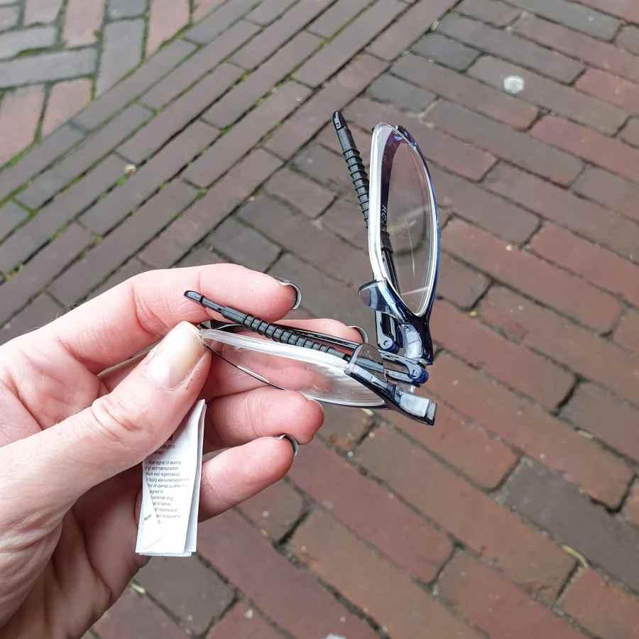 Opvouwbare leesbril kniphoesje in blauw