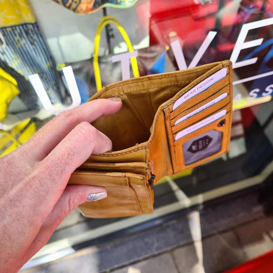 Bear Design portemonnee met klep in okergeel