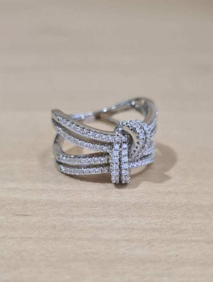 ring met knoop zilver zirkonia