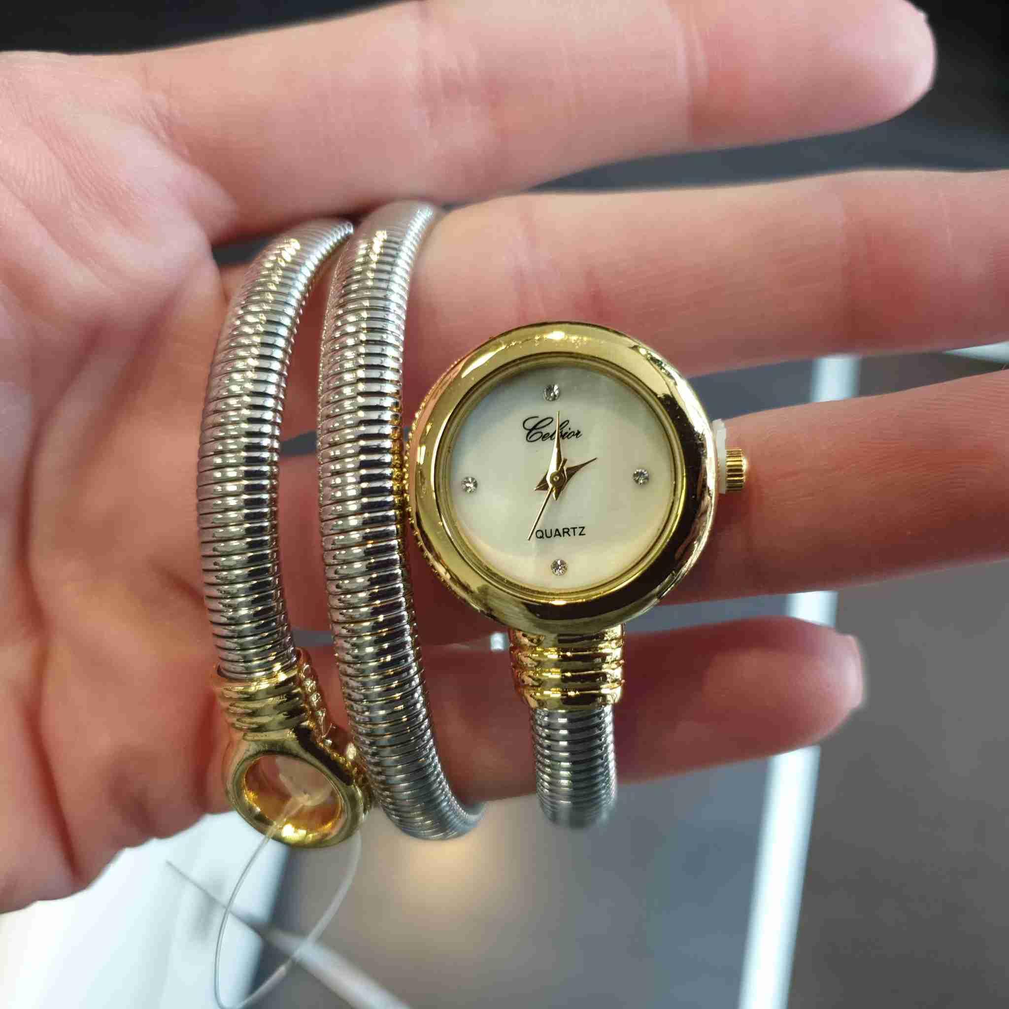 Horloge met stalen band goudkleurige klok