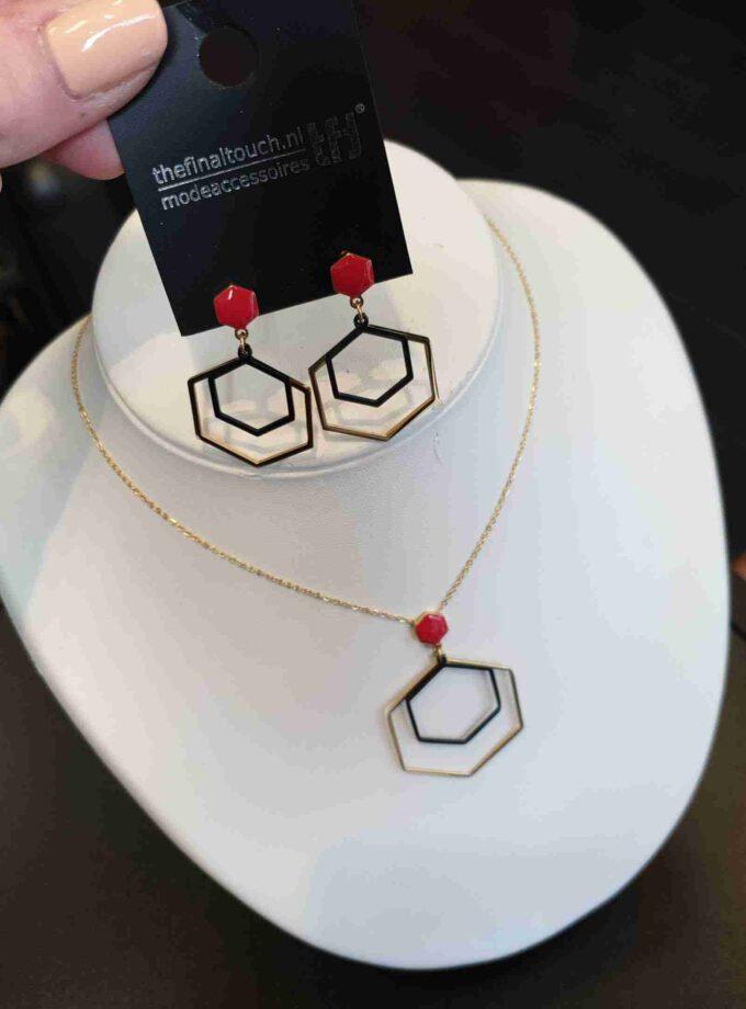 Ketting stainless steel zeshoek met rode steen