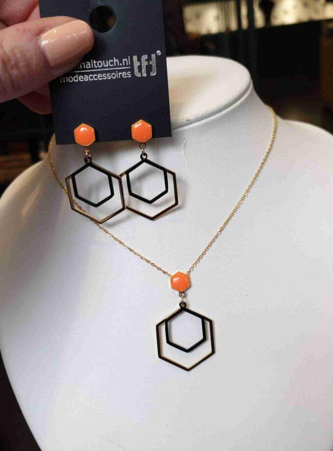 Oorhanger stainless steel zeshoek met oranje steen
