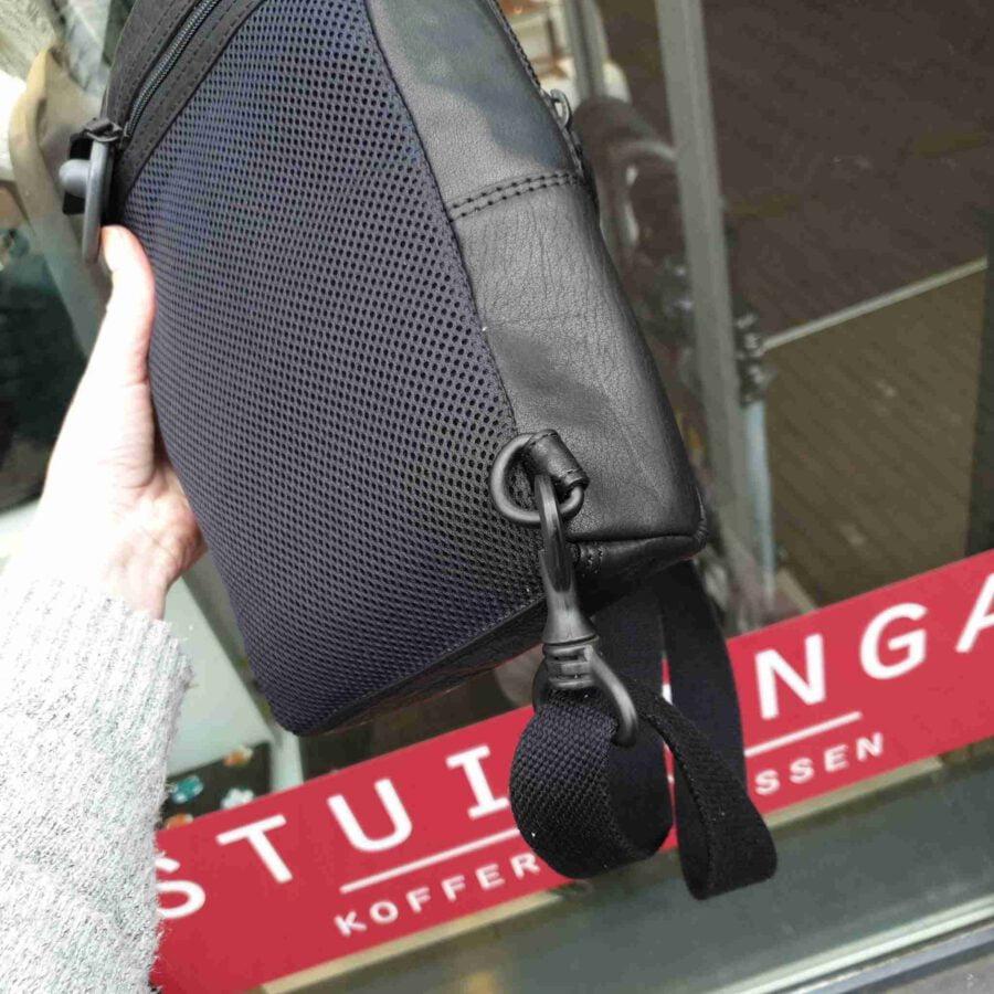 Spikes & Sparrow leren slingbag in black