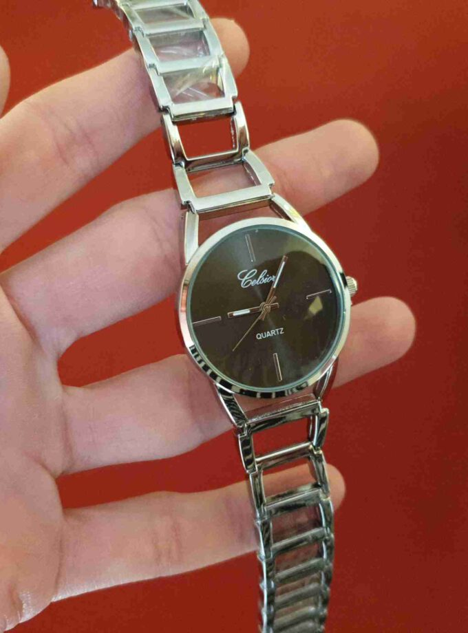 zilverkleurig horloge