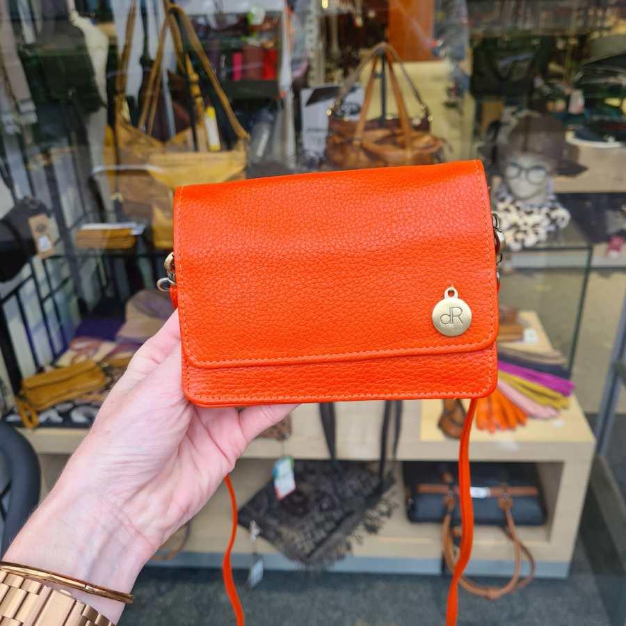 Leren clutch vierkant met klepje oranje