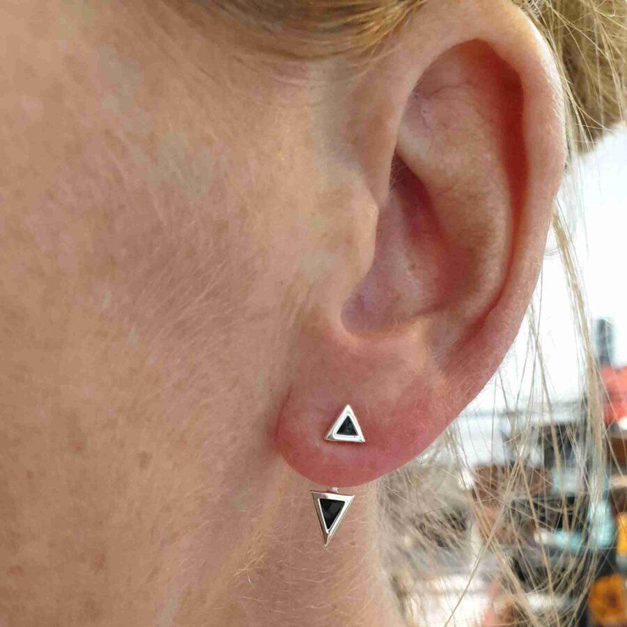 Oorbel echt zilver met zwarte driehoeken