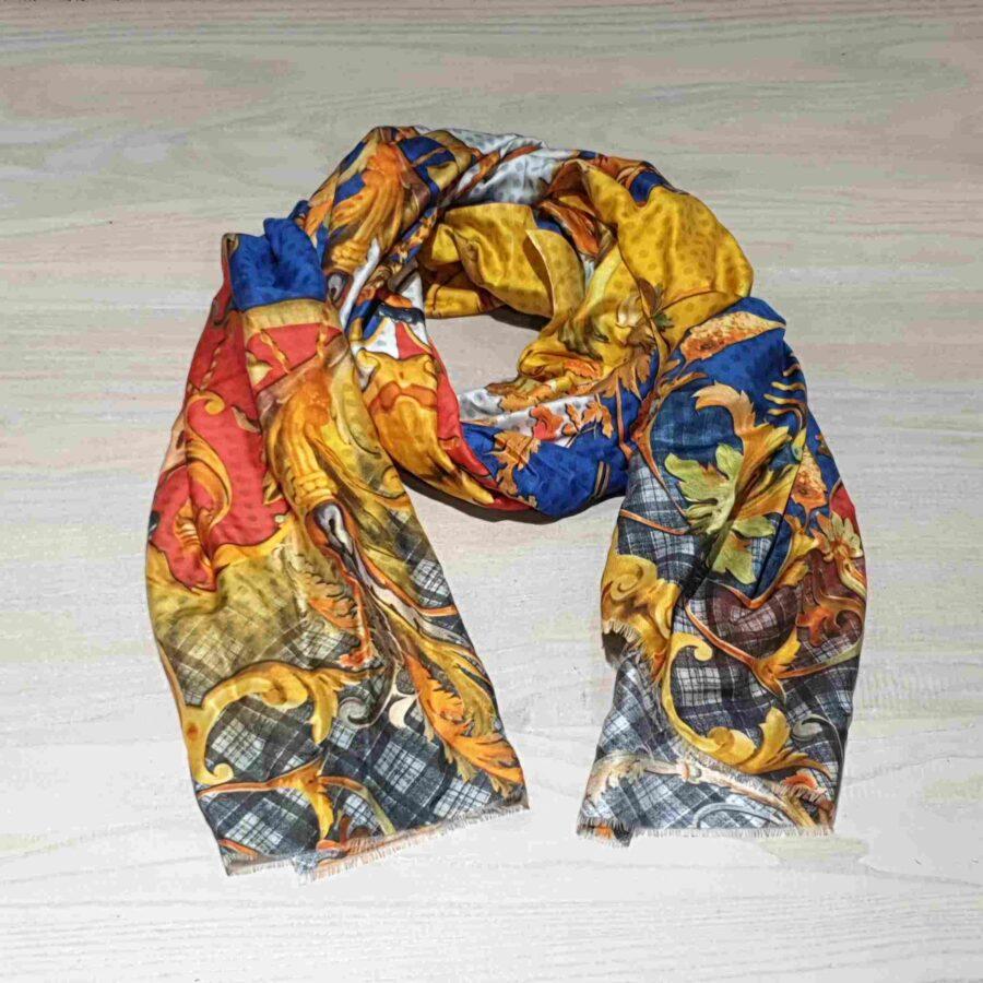 Lange sjaal met romantische print modal met zijde