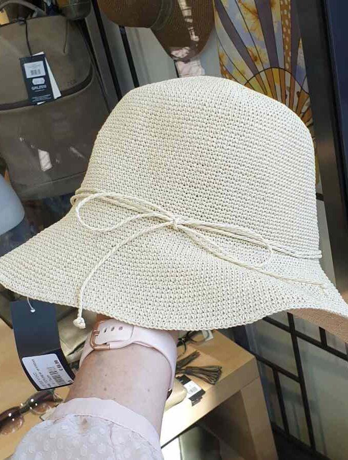 hoed donker beige
