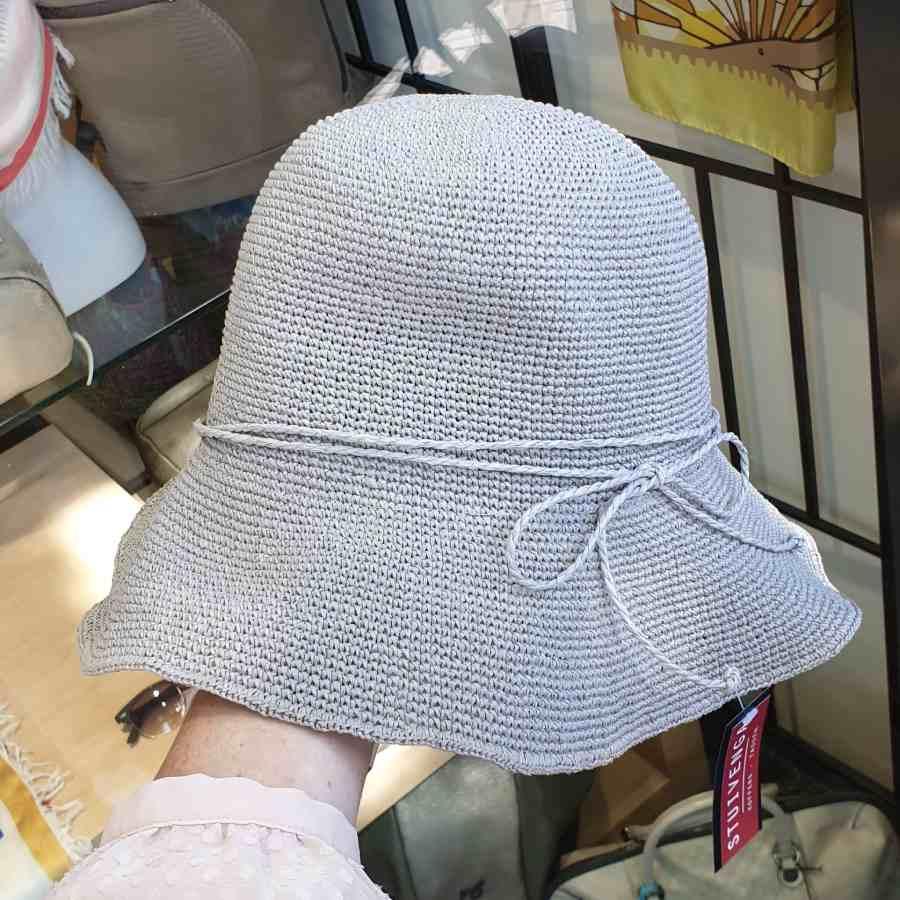 grijs hoedje
