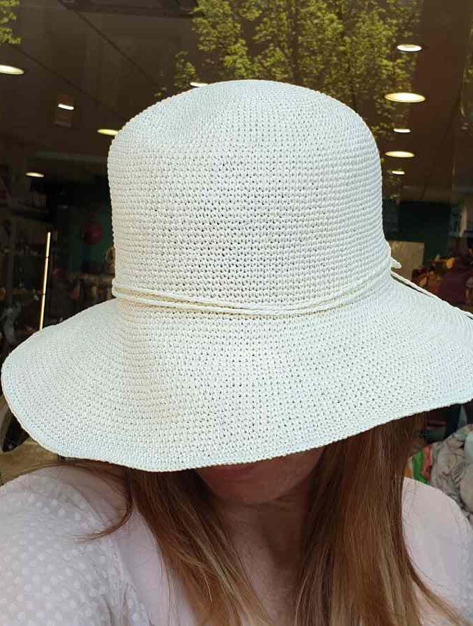 wit beige hoedje