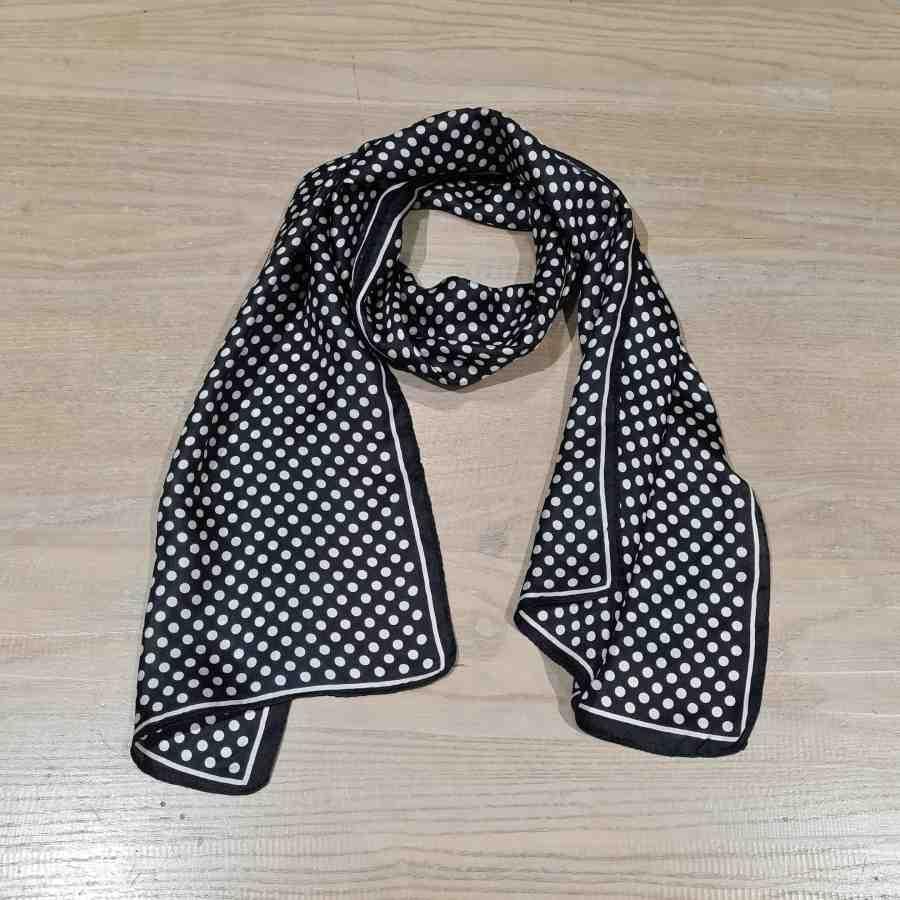 Smalle zijden sjaal zwart met witte stippen