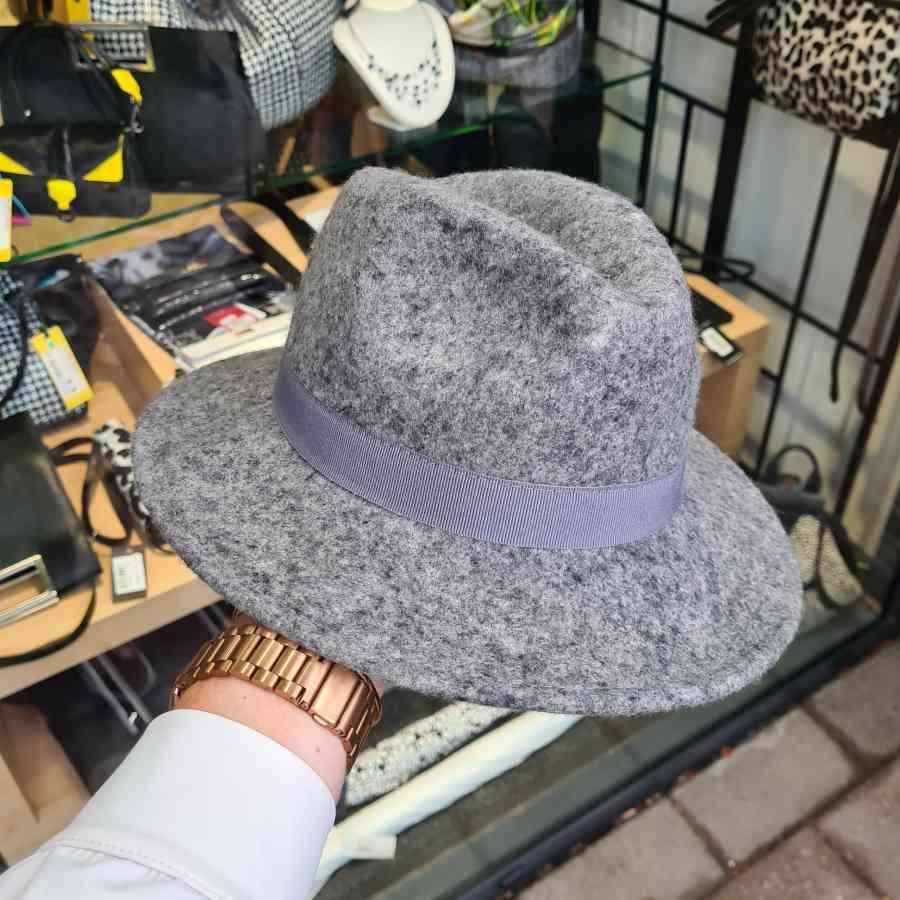 Wollen hoed in grijs