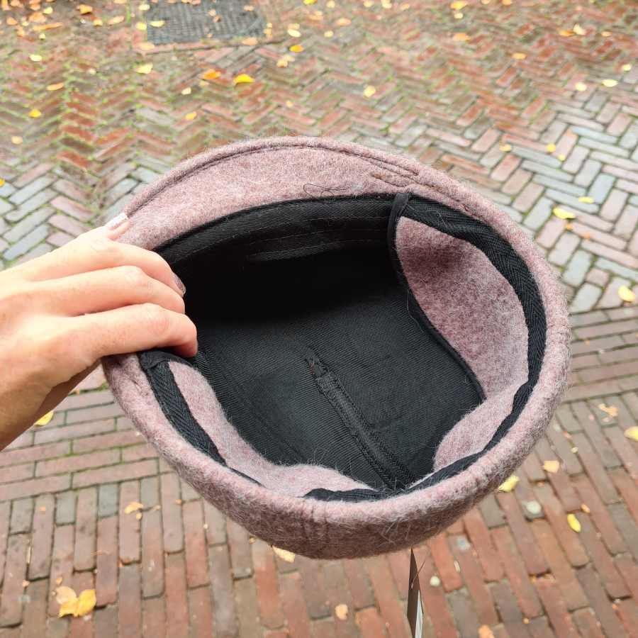 Wollen hoed met oorwarmers in roze bruin