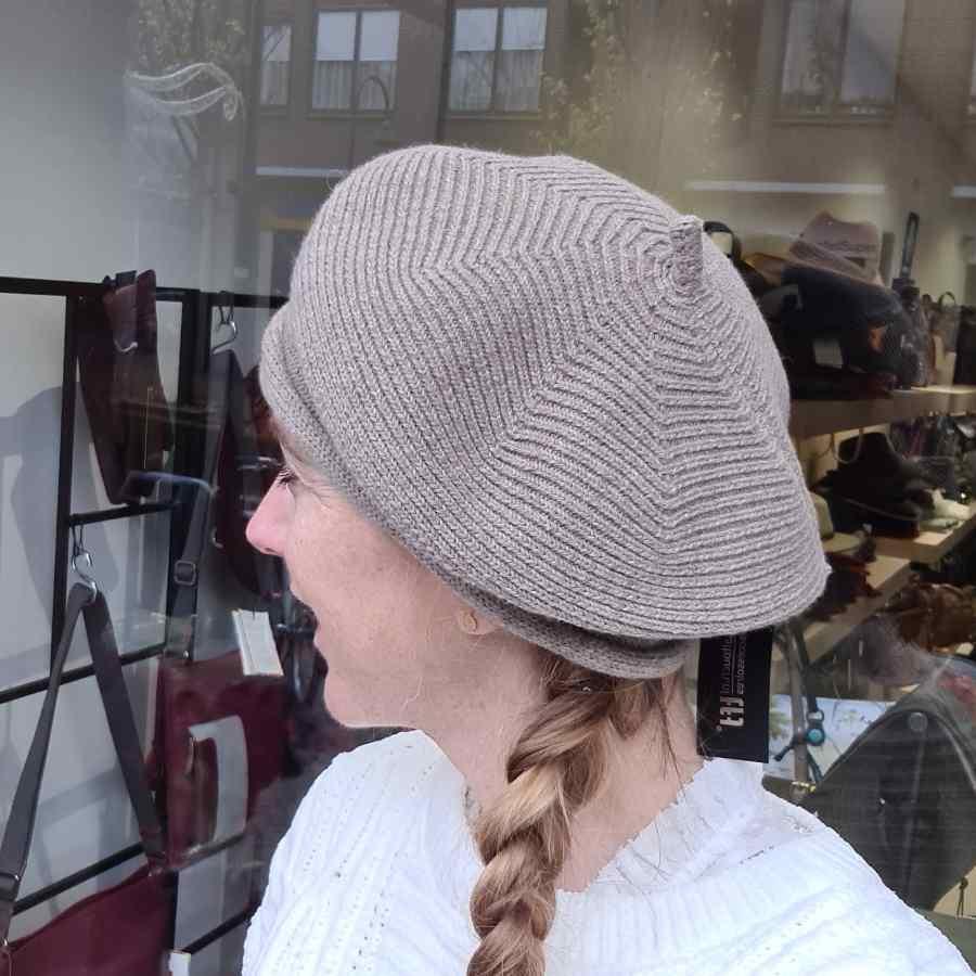 Baret Taupe gebreid wol met acryl