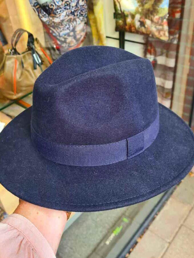 Donkerblauwe wollen hoed waterproof crushable