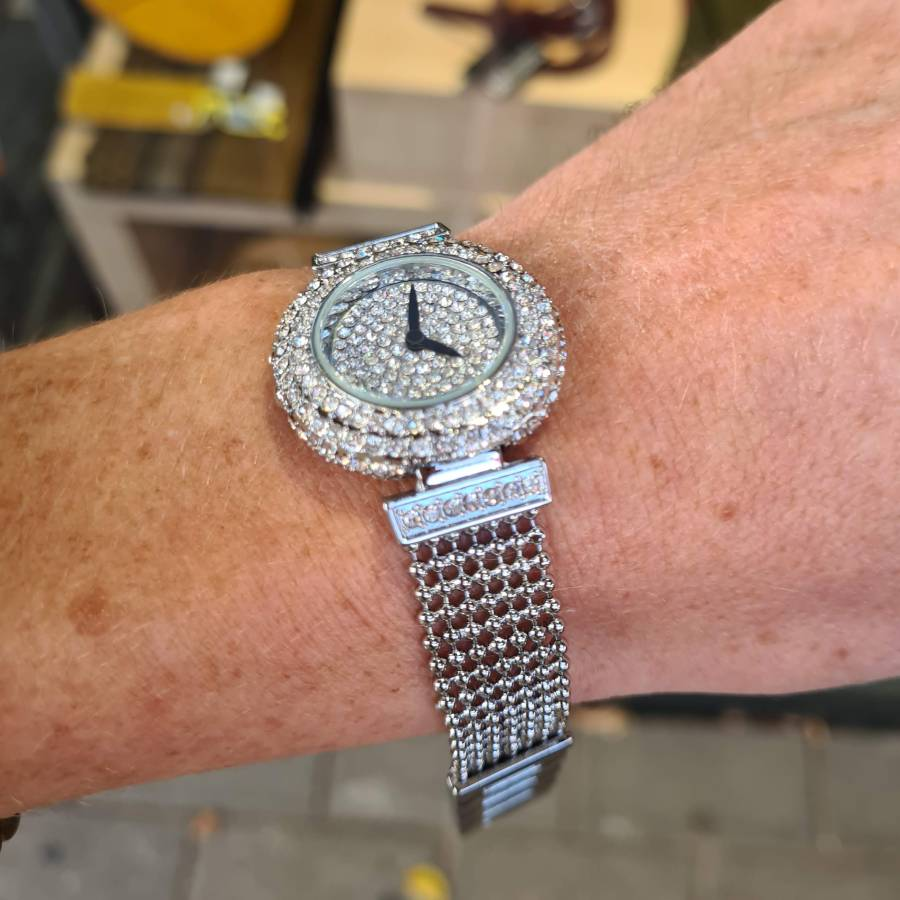 Horloge zilverkleur zirkonia stenen