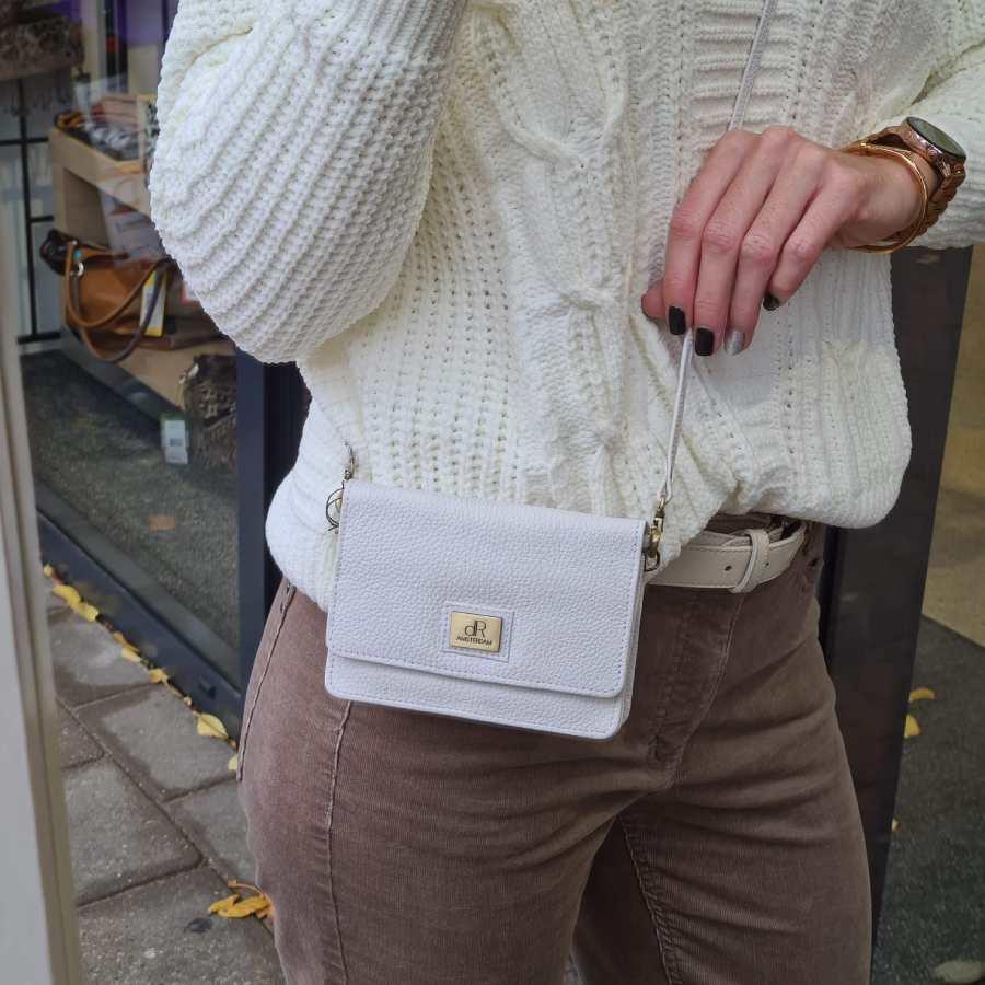 Klein tasje vierkant in wit met lange schouderband