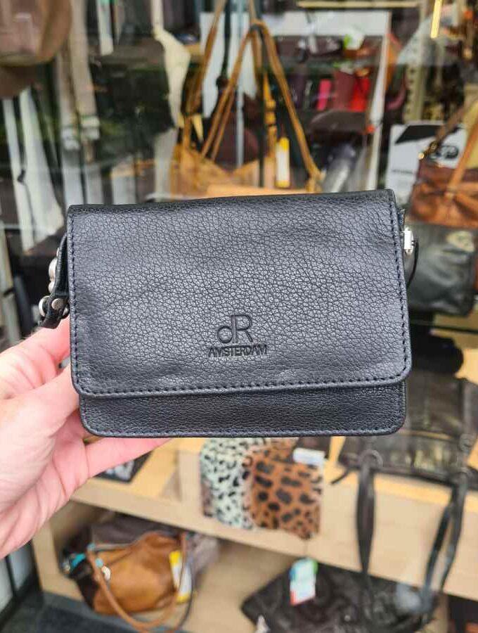 Klein zwart tasje met klep vierkant DR Amsterdam