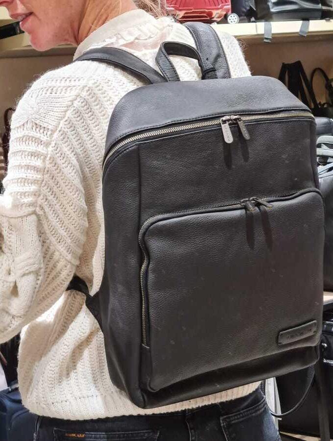 Plevier zwart leren rugzak 15,6 inch Voltage