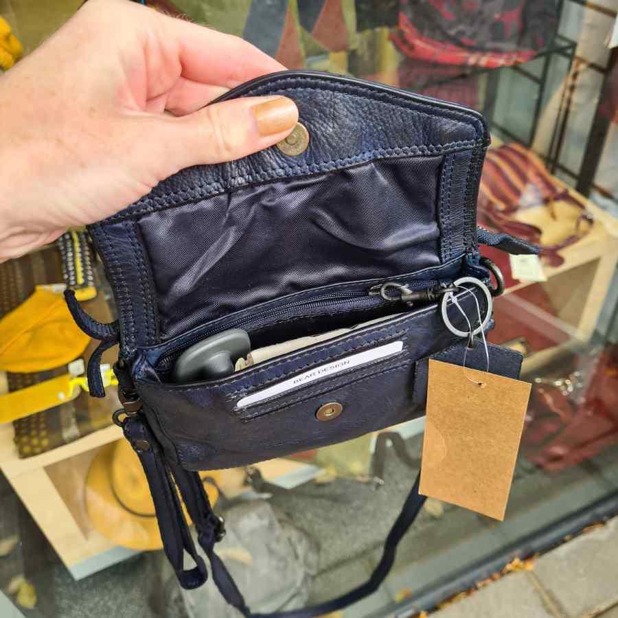 Tas donkerblauw leer met klepje Bear Design