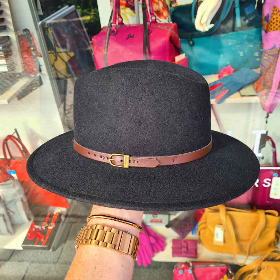 Zwart hoed wol