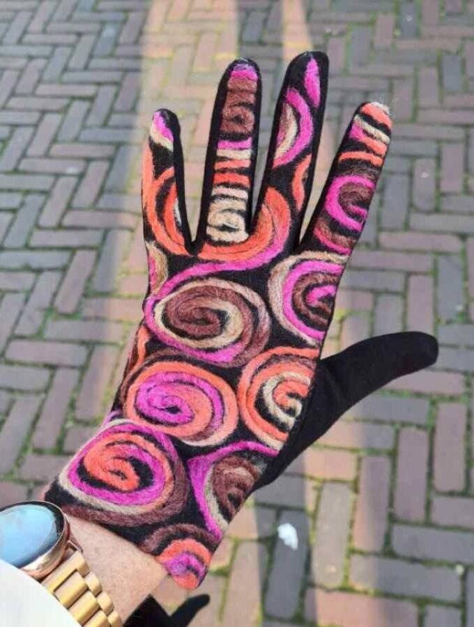Handschoen met wol en gekleurde cirkels