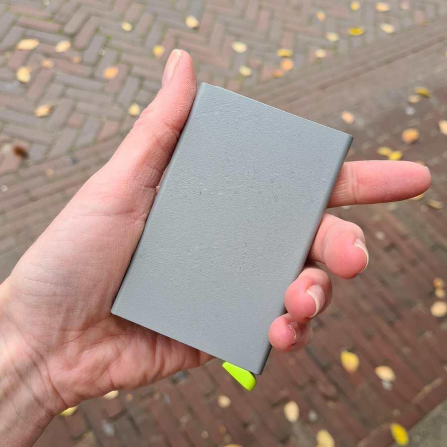 Secrid Cardprotector Powder Concrete grijs