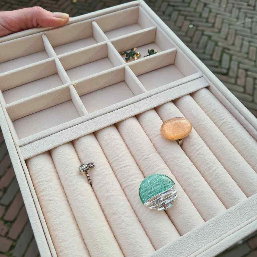 Sieraden opbergen doos ringen oorbellen