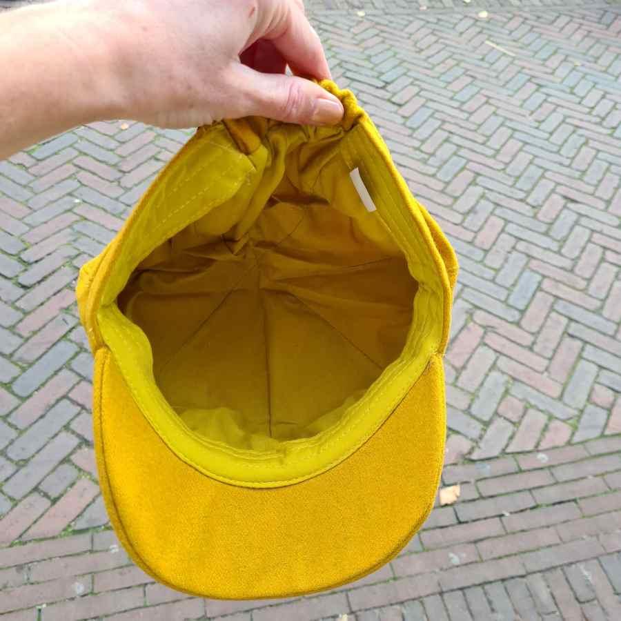 Wollen pet dames geel met elastiek