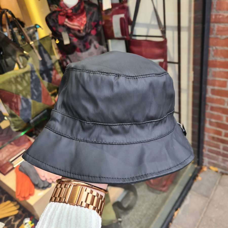Regenhoedje in mat zwart met zachte voering fleece