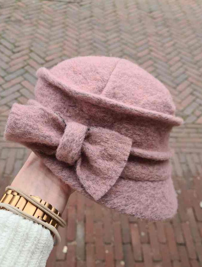 Wollen pet dames roze met strik