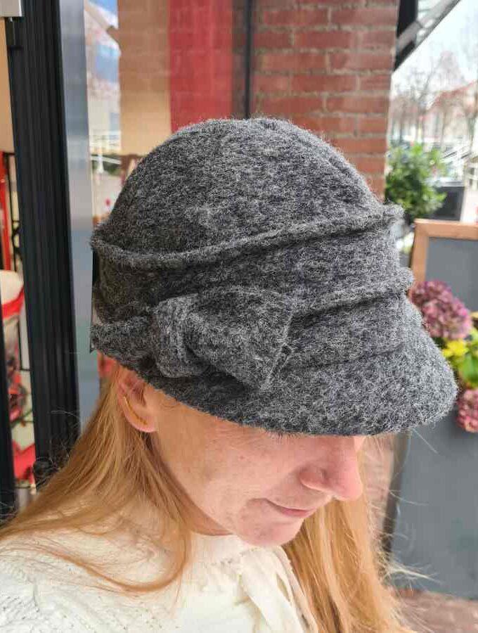 Wollen petje dames grijs met strik en fleece