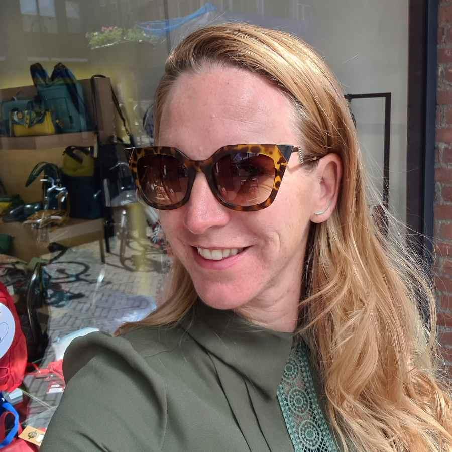 Bruine zonnebril hoekige glazen luipaard print