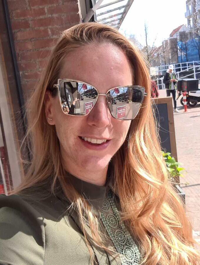 Zilveren zonnebril hoekige spiegelglazen