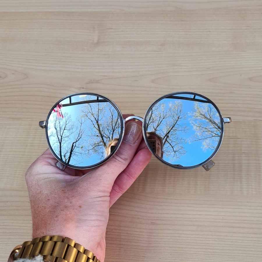 Zilveren zonnebril ronde glazen spiegelend